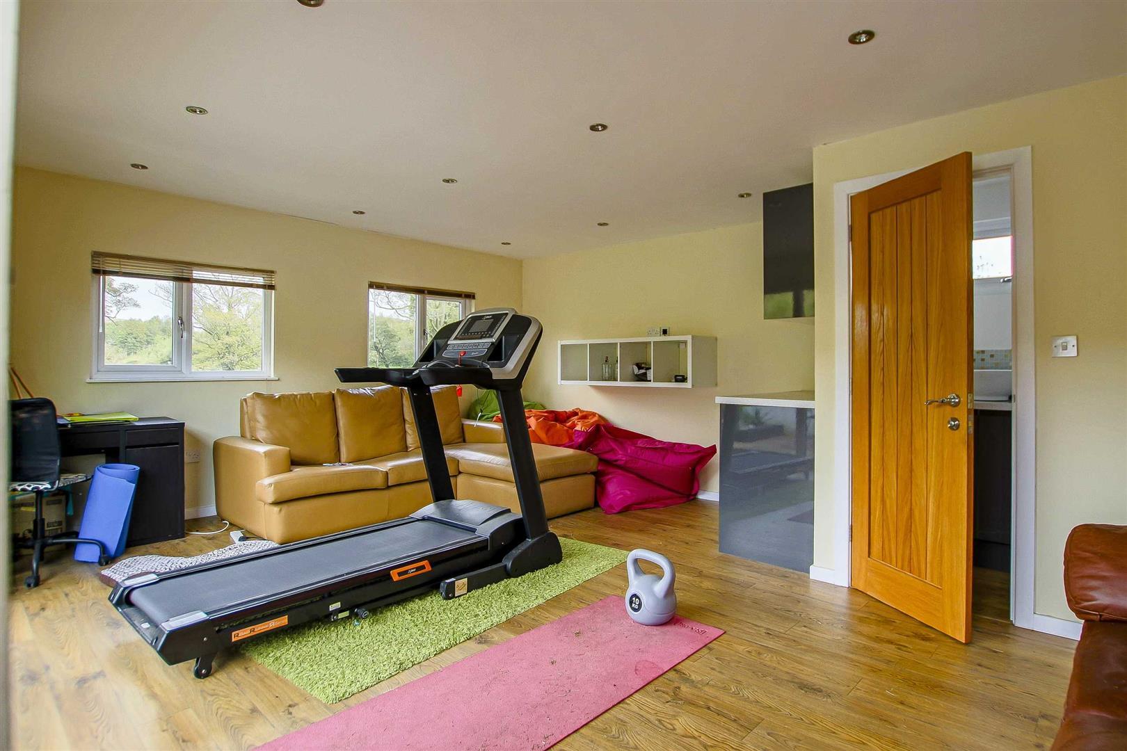 5 Bedroom Cottage For Sale - Image 52